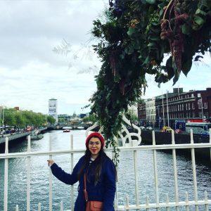 Ha'penny Bridge sobre o Rio Liffey, em Dublin.